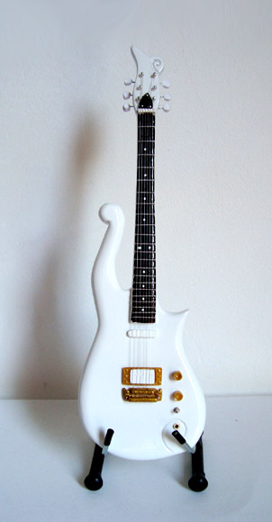 Guitare Miniature Prince White Cloud Guitar